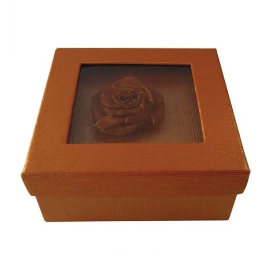 Τετράγωνο χάρτινο καφέ κουτί με λουλούδι 11401142